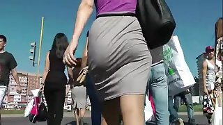 Booty walking in the street and shaking gazoo