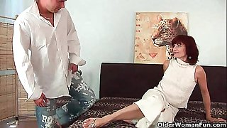 Granny receives a wonderful fuck and creamy facial