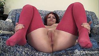 Chubby hannah vibrating her slit