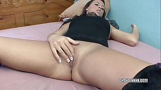 Horny dark brown chaydin plays with her dildo
