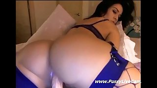 Big wazoo brunette hair masturbating her snatch on livecam