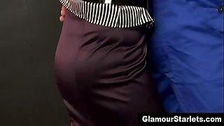 Sexy glam euro playgirl sucks on 10-Pounder
