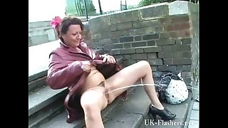 Mature exhibitionist masturbating in public and squirting on pavements