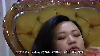两位中国女王高跟踩踏小刚 口水 舔阴 坐脸 口舌侍奉 Attendant serving one Chinese mistresses with his mouth.
