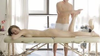 Dude does erotic massage to cute milf