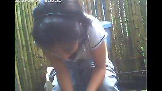 Hidden livecam toilet, girlfriend she had not idea / amiguita grabada meando.