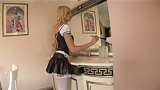 Sublime maid in heat that will be taken in the ass